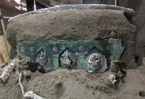 درشکه تشریفاتی دو هزار ساله در حومه شهر سوخته پمپئی کشف شد